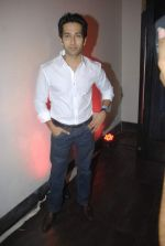 Nakuul Mehta at Mercedes Benz hosts fashion event with Zayed Khan and DJ Aqeel in Hype on 23rd Oct 2011 (117).jpg