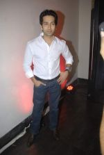 Nakuul Mehta at Mercedes Benz hosts fashion event with Zayed Khan and DJ Aqeel in Hype on 23rd Oct 2011 (118).jpg