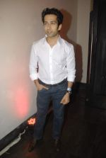 Nakuul Mehta at Mercedes Benz hosts fashion event with Zayed Khan and DJ Aqeel in Hype on 23rd Oct 2011 (120).jpg