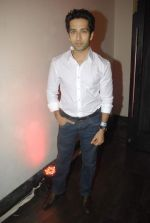 Nakuul Mehta at Mercedes Benz hosts fashion event with Zayed Khan and DJ Aqeel in Hype on 23rd Oct 2011 (123).jpg
