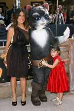 Salma Hayek and daughter Valentina arrives for _Puss In Boots_ Los Angeles Premiere in Regency Village Theater on October 23, 2011 (2).jpg