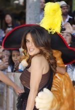 Salma Hayek arrives for _Puss In Boots_ Los Angeles Premiere in Regency Village Theater on October 23, 2011 (3).jpg