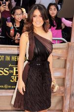 Salma Hayek arrives for _Puss In Boots_ Los Angeles Premiere in Regency Village Theater on October 23, 2011 (5).jpg