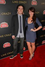 Jennifer Love Hewitt and Jarod Einsohn arrived to the _Like Crazy_ Los Angeles Premiere in Egyptian Theatre on October 25, 2011 (1).jpg