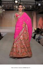 Model walk the ramp for Pallavi jaikishan Show at Bridal Asia 2011 on 27th Sept 2011 (1).jpg