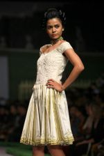 Model walk the ramp for Shantanu Goenka at Wills India Fashion Week 2011 on 10th Oct 2011 (121).JPG