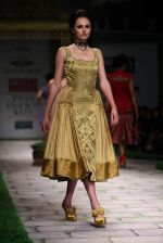 Model walk the ramp for Shantanu Goenka at Wills India Fashion Week 2011 on 10th Oct 2011 (172).JPG