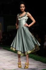 Model walk the ramp for Shantanu Goenka at Wills India Fashion Week 2011 on 10th Oct 2011 (185).JPG
