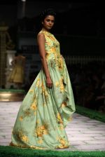 Model walk the ramp for Shantanu Goenka at Wills India Fashion Week 2011 on 10th Oct 2011 (192).JPG