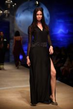 Model walk the ramp for Wendell Rodricks at Wills India Fashion Week 2011 on 10th Oct 2011 (73).JPG
