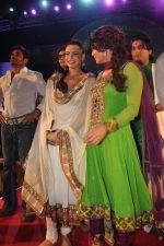 Suniel Shetty, Shweta Bhardwaj, Rakhi Sawant with the star cast of the film The Loot at Sanjay Nirupam_s Chatt Pooja in Juhu Beach on 1st Nov 2011 (30).JPG
