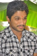 Allu Arjun attends new movie opening on 1st October 2011 (10).JPG