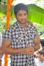 Allu Arjun attends new movie opening on 1st October 2011 (11).JPG