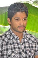 Allu Arjun attends new movie opening on 1st October 2011 (12).JPG