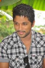 Allu Arjun attends new movie opening on 1st October 2011 (3).JPG