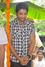 Allu Arjun attends new movie opening on 1st October 2011 (4).JPG