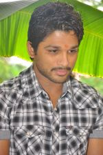 Allu Arjun attends new movie opening on 1st October 2011 (5).JPG