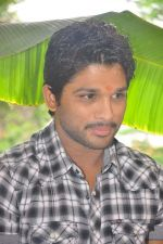 Allu Arjun attends new movie opening on 1st October 2011 (6).JPG