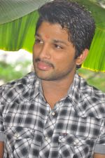 Allu Arjun attends new movie opening on 1st October 2011 (8).JPG
