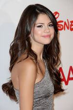 Selena Gomez arrived at Stars 2011 Gala to Benefit the Fulfillment Fund in Beverly Hilton Hotel, 9876 Wilshire Boulevard on November 1st, 2011 (4).jpg