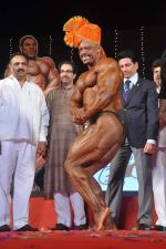 Uddhav Thackeray at Mr Universe contest in Andheri Sports Complex on 6th Nov 2011 (45).JPG
