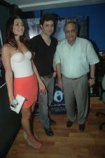 Bharat Shah, Shiney Ahuja, Julia Bliss at the promotion of Shiney Ahuja_s film Ghost in Andheri, Mumbai on 7th Nov 2011 (30).JPG