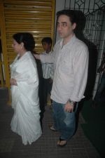 Faisal Khan with his mom at Rockstars special screening in Ketnav, Mumbai on 10th Nov 2011 (17).JPG
