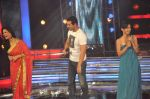 John Abraham, Mona Singh, Mansi Parekh on the sets of Star Ya Rockstar in Famous on 15th Nov 2011 (43).JPG