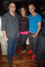 Amit Behl, Deeya Singh at Tony Singh_s birthday bash in Andheri, Mumbai on 15th Nov 2011 (15).JPG