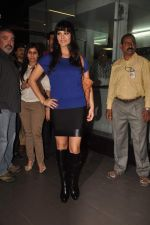 Sunny leone arrives in Mumbai to be part of Big Boss in Mumbai Airport on 17th Nov 2011 (12).JPG