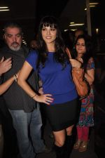 Sunny leone arrives in Mumbai to be part of Big Boss in Mumbai Airport on 17th Nov 2011 (25).JPG