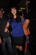 Sunny leone arrives in Mumbai to be part of Big Boss in Mumbai Airport on 17th Nov 2011 (29).JPG