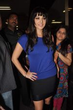 Sunny leone arrives in Mumbai to be part of Big Boss in Mumbai Airport on 17th Nov 2011 (32).JPG