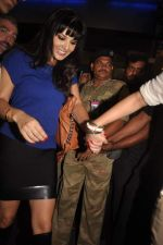 Sunny leone arrives in Mumbai to be part of Big Boss in Mumbai Airport on 17th Nov 2011 (38).JPG