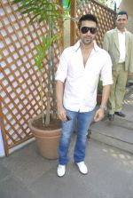Aashish Chaudhary at Bungalow 9 brunch in Khar on 20th Nov 2011 (28).JPG
