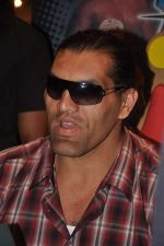 The Great Khali launches the Topps Slam Attax Trading Card Game to bring alive WWE experience for kids in Hamleys on 1st Dec 2011 (103).JPG
