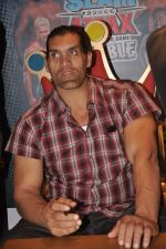 The Great Khali launches the Topps Slam Attax Trading Card Game to bring alive WWE experience for kids in Hamleys on 1st Dec 2011 (106).JPG