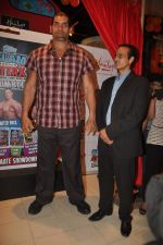 The Great Khali launches the Topps Slam Attax Trading Card Game to bring alive WWE experience for kids in Hamleys on 1st Dec 2011 (76).JPG