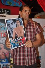The Great Khali launches the Topps Slam Attax Trading Card Game to bring alive WWE experience for kids in Hamleys on 1st Dec 2011 (78).JPG