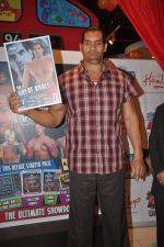 The Great Khali launches the Topps Slam Attax Trading Card Game to bring alive WWE experience for kids in Hamleys on 1st Dec 2011 (80).JPG