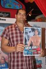 The Great Khali launches the Topps Slam Attax Trading Card Game to bring alive WWE experience for kids in Hamleys on 1st Dec 2011 (92).JPG