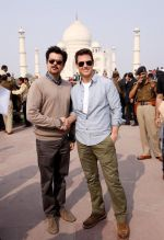 Tom Cruise, Anil Kapoor at the Taj Mahal, Delhi on 3rd Dec 2011 (10).JPG