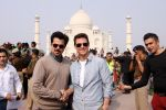 Tom Cruise, Anil Kapoor at the Taj Mahal, Delhi on 3rd Dec 2011 (8).JPG