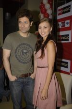 Shiney Ahuja, Julia Bliss promotes Ghost on BigFM in Andheri, Mumbai on 5th Dec 2011 (14).JPG