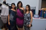 Sonali Bendre at Aarna Fashion exhibition in BMB Art Gallery on 9th Dec 2011 (100).JPG