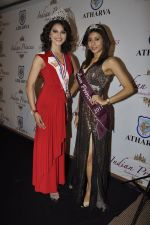 Urvashi Kapoor, Kriti Kapoor at The Indian Princess event in Atharva, Mumbai on 9th Dec 2011 (32).JPG