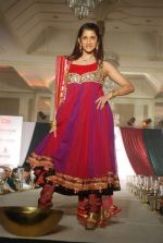 Smiley Suri walk the ramp for Nisha Sagar_s bridal show in Trident on 10th Dec 2011 (14).JPG