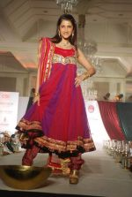 Smiley Suri walk the ramp for Nisha Sagar_s bridal show in Trident on 10th Dec 2011 (15).JPG