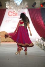Smiley Suri walk the ramp for Nisha Sagar_s bridal show in Trident on 10th Dec 2011 (8).JPG