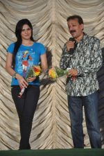 Zarine Khan, Baba Siddiqui at MMK College fest in Bandra, Mumbai on 18th Dec 2011 (25).JPG